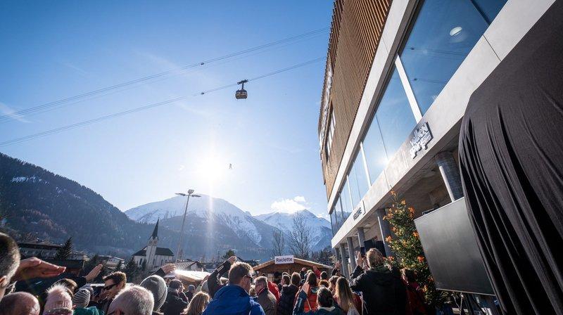 La nouvelle cabine a été inaugurée samedi à Fiesch, en même temps que le nouveau hub de transports publics.