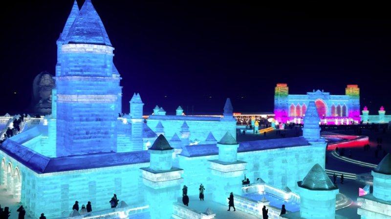 Il a fallu quelque 170'000 m3 de glace pour réaliser cette cité.