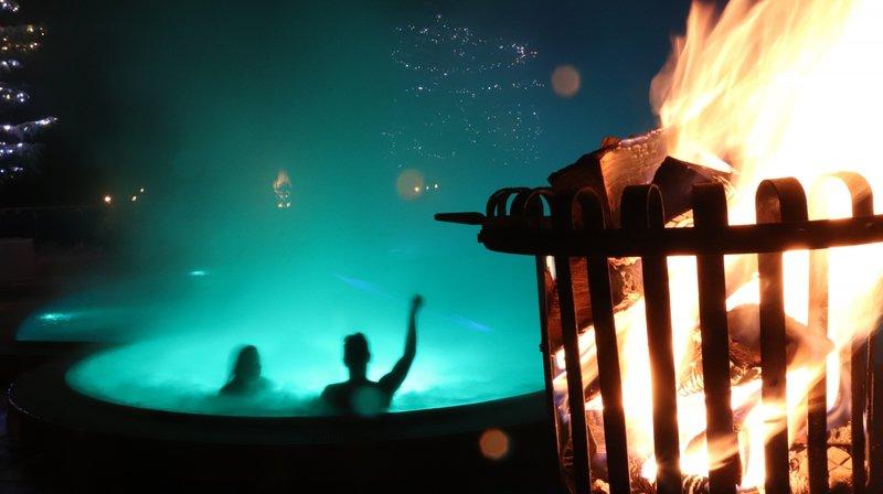 Des rendez-vous avec des jeux de lumière sont organisés régulièrement à Loèche-les-Bains.