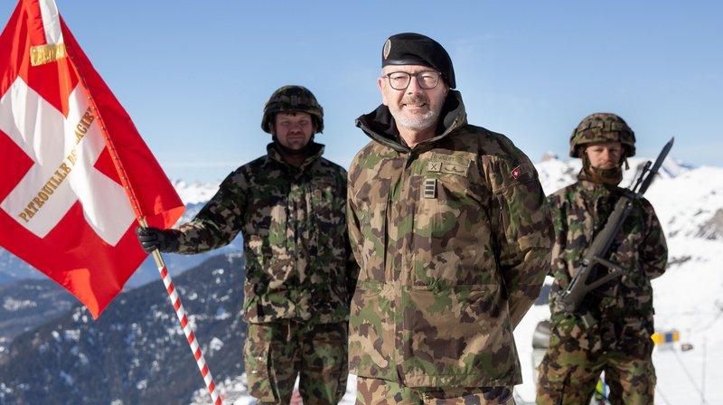 Le colonel Daniel Jolliet, nouveau commandant de la Patrouille des Glaciers, a offert à cette dernière le premier drapeau de son histoire.