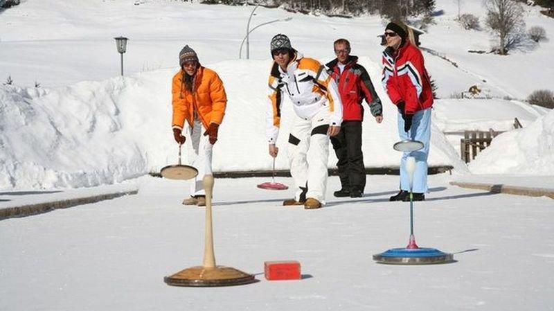 Jouer sur une patinoire? Plusieurs activités sont proposées au cœur du canton.