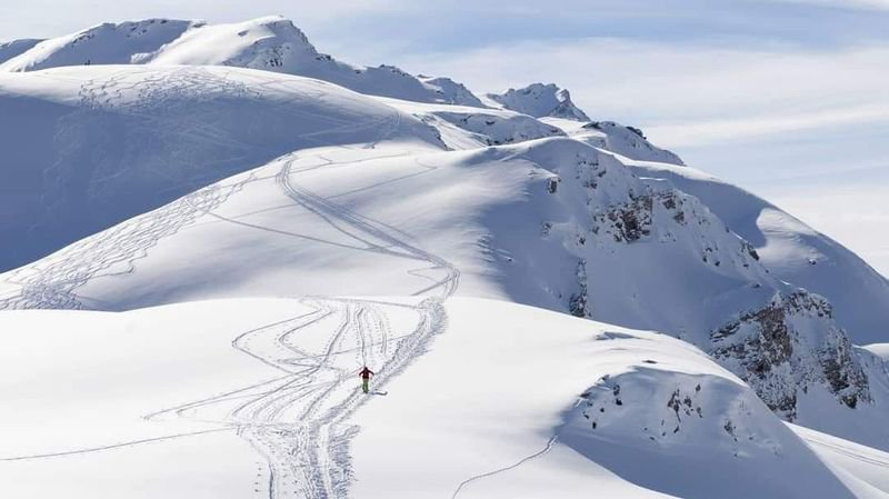 Le tracé du trophée du Saint-Bernard passe notamment par les hauts du domaine skiable de Vichères-Bavon, en direction du Bec Rond.