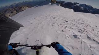 Il dévale un glacier à vélo à plus de 4000 mètres sur les hauts de Zinal