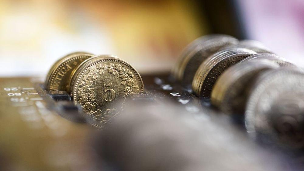 Les intérêts négatifs visent à limiter les afflux d'argent étranger, en rendant l'épargne moins attractive.