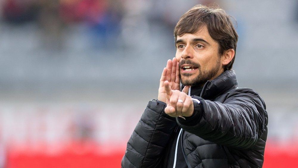Ricardo Dionisio donne des indications à ses joueurs qui attendent toujours leur première victoire en 2020.