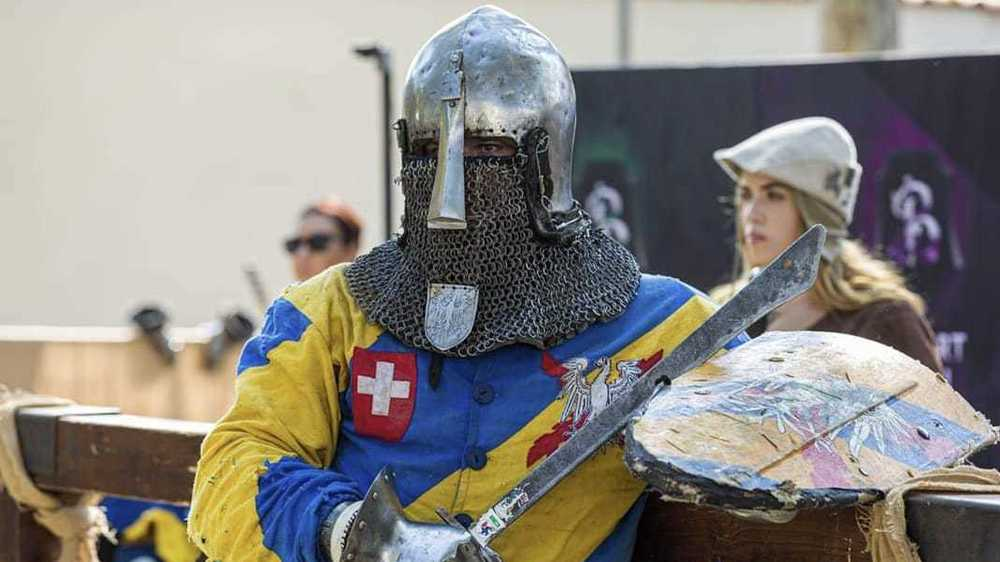 Le Valaisan Fabien Zufferey dans sa tenue de combat médiéval.