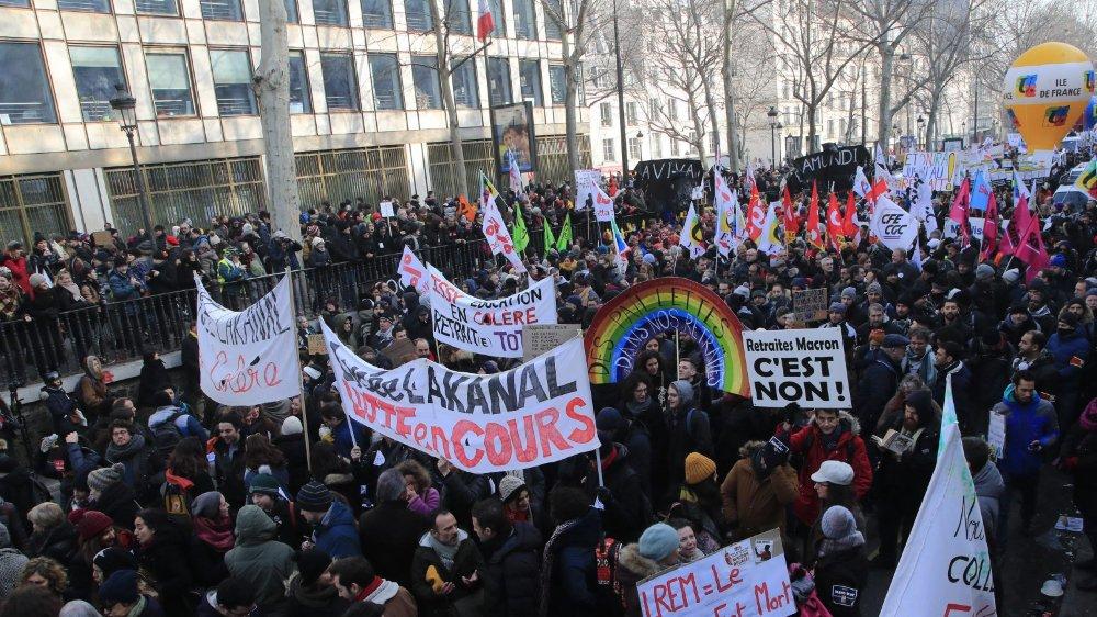 Réforme adoptée, Français mobilisés