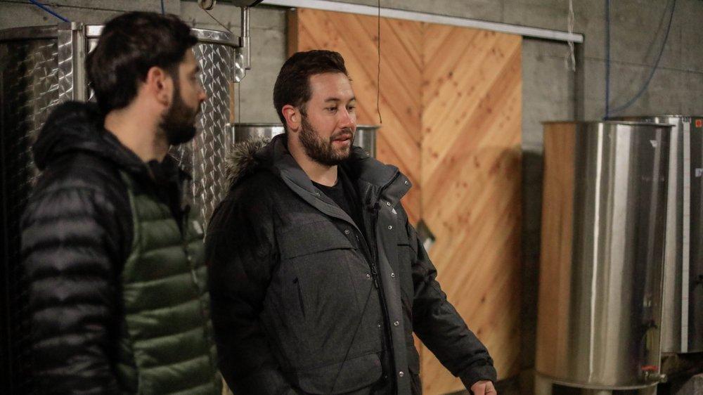 Benoît Caloz (à droite) est l'acteur principal du premier podcast de la série «Une région qui rayonne», lancée ce mercredi par Sierre Tourisme.