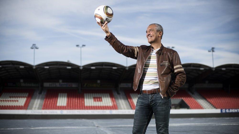 Aziz Bouderbala retrouve avec émotion le stade de Tourbillon où il s'est brillamment exprimé sous le maillot du FC Sion de 1984 à 1988.