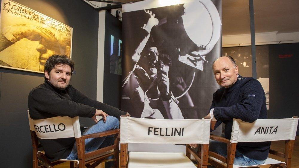 Sur la chaise de Mastroianni, Nicolas Rouiller, directeur de la Maison du Diable et sur celle d'Anita Ekberg, Stéphane Marti, président de la Fondation Fellini pour le cinéma.