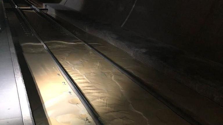 Vingt à 30 centimètres d'eau s'écoulent dans le tunnel du Lötschberg.