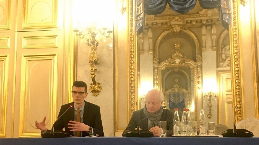 Bastien Nançoz (à gauche) s'est vu remettre son prix à l'Hôtel du Ministre des Affaires étrangères, Quai d'Orsay à Paris, le 24 janvier dernier.