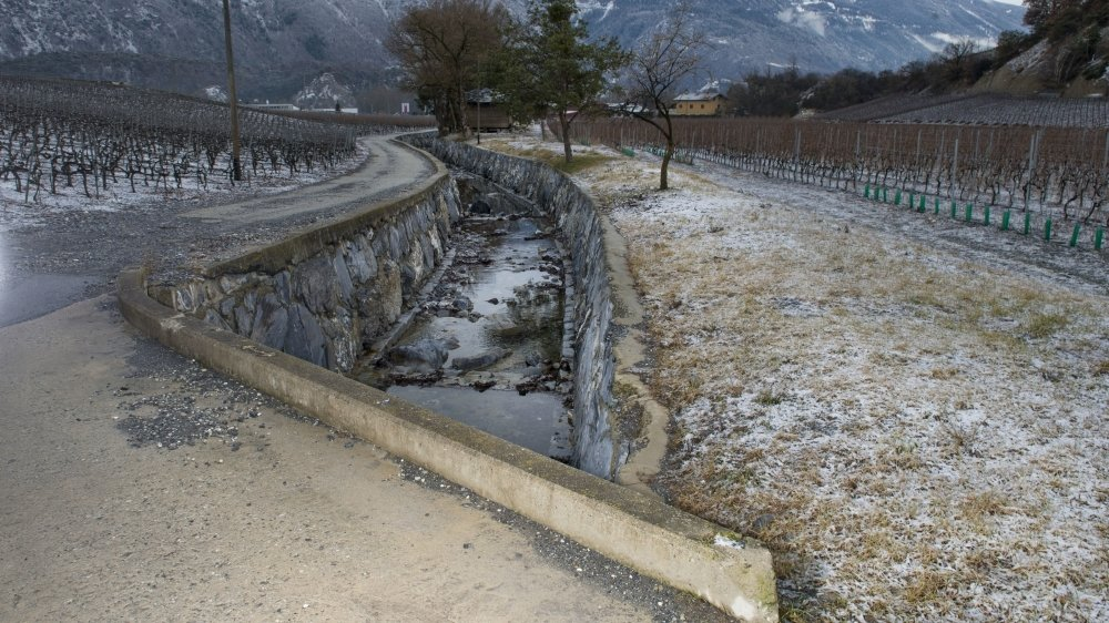 A Salquenen, la Raspille sépare le Haut-Valais du Valais romand. Frontière linguistique, elle est aussi régulièrement une frontière politique.