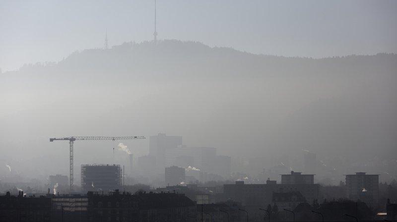 Les Suisses étaient 34% en 2019 à s'estimer dérangés par la pollution de l'air, contre 19% en 2015 et 17% en 2011.