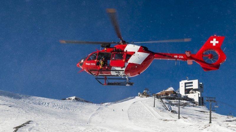 Grièvement blessé, le jeune skieur a été transporté par la REGA à l'hôpital de l'Ile à Berne, où il est décédé en début d'après-midi. (illustration)
