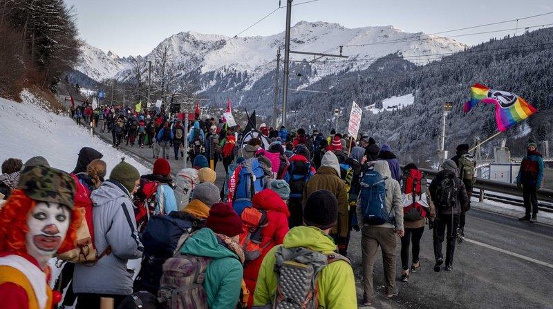 Près de 600 activistes du climat ont pris part à la marche.