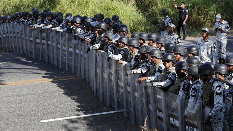 Mexique: 292 migrants découverts entassés dans deux camions