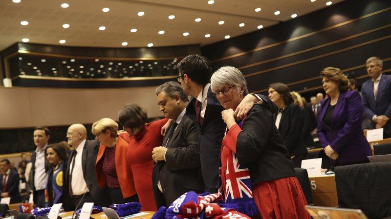 Le Parlement européen ratifie l'accord sur le Brexit