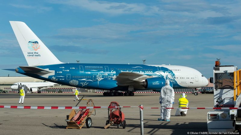 Coronavirus: des passagers présents dans l'avion des rapatriés présentent des «symptômes»