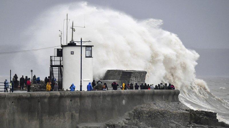 Intempéries: «danger de mort» au Royaume-Uni frappé par la tempête Dennis
