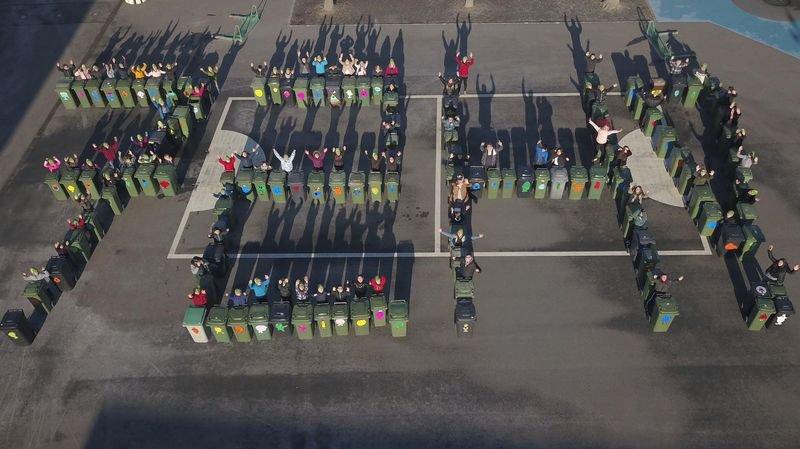 92 enfants de la société Cœurs vaillants âmes vaillantes ont embelli 124 containers privés à Riddes.