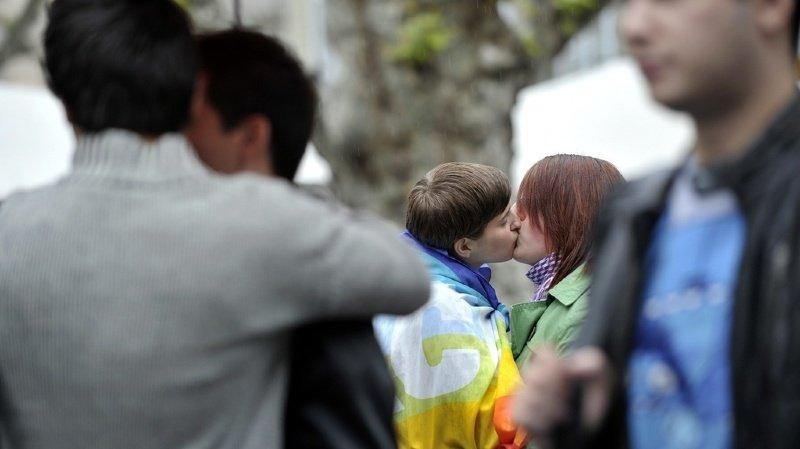Norme anti-homophobie: la presse salue une victoire pour la communauté homosexuelle