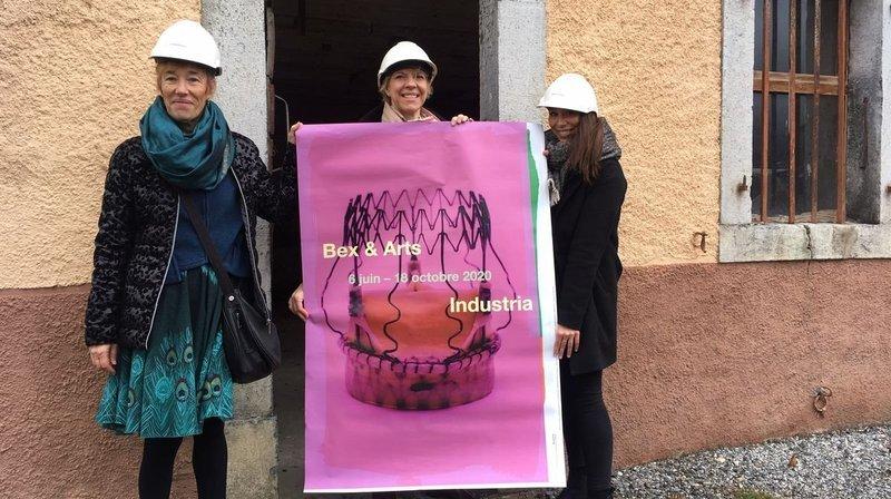 Anne Bielman, présidente du conseil de fondation, Sandrine Moesching-Hubert, coordinatrice du comité exécutif et Maéva Besse, responsable de la médiation, présentent l'affiche de l'édition 2020 de Bex & Arts.