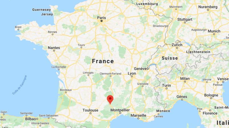 Quatre personnes, dont un mineur, sont mortes dimanche après que leur petit avion s'est écrasé à Creissels en Aveyron, dans le sud de la France.