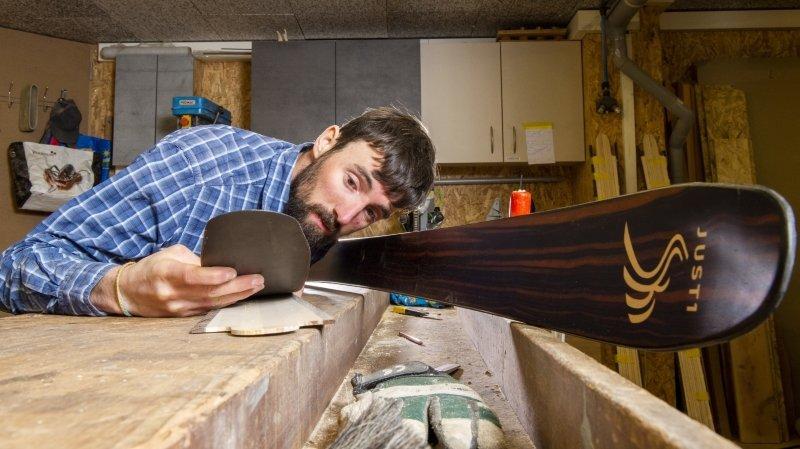 Orsières: à Reppaz, Justin Marquis crée des skis artisanaux haut de gamme
