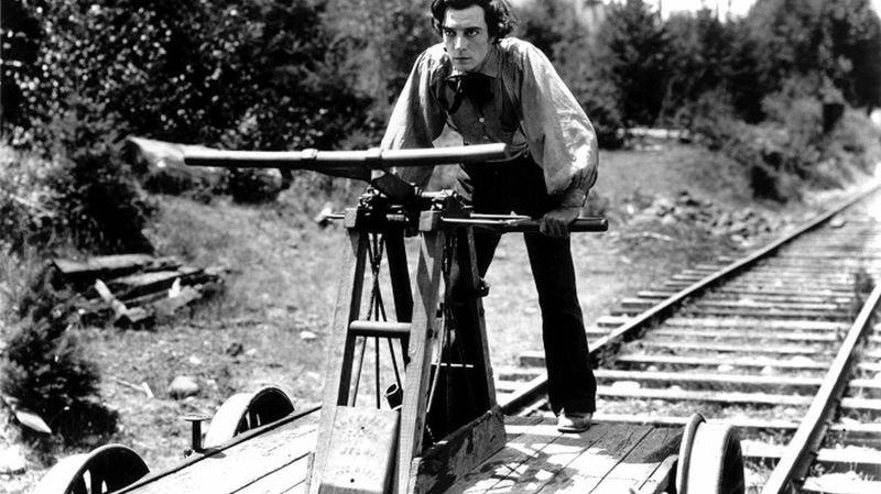 Buster Keaton, un acteur qui alliait génie comique et cascades à l'écran.