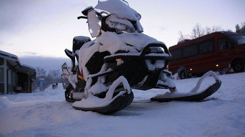Accident de motoneige au Québec: un guide décédé, cinq touristes français disparus