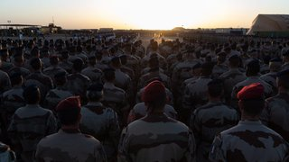 Seule, la France veut une coalition au Sahel