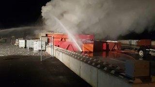 Valais: une montagne de bois de recyclage a été la proie des flammes à Ardon