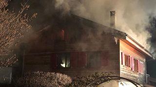 Incendie dans une maison à Vétroz: le feu maîtrisé, il reprend en soirée