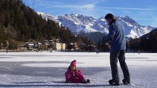 S'éclater patins aux pieds sur le lac gelé de Champex