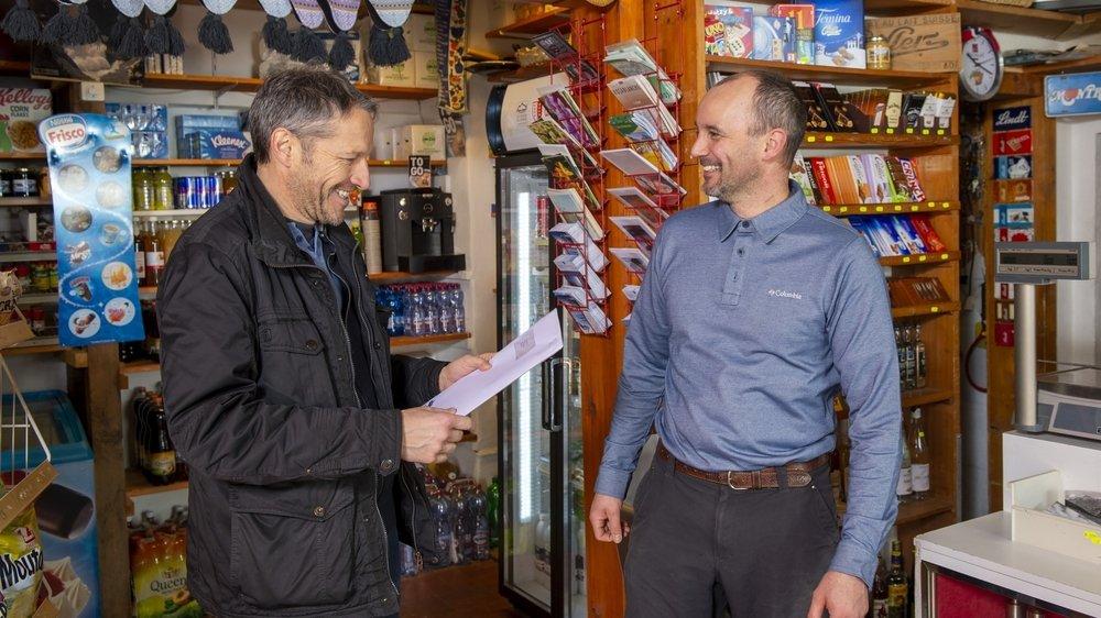 Le conseiller national Christophe Clivaz vient relever son courrier chez son homonyme.