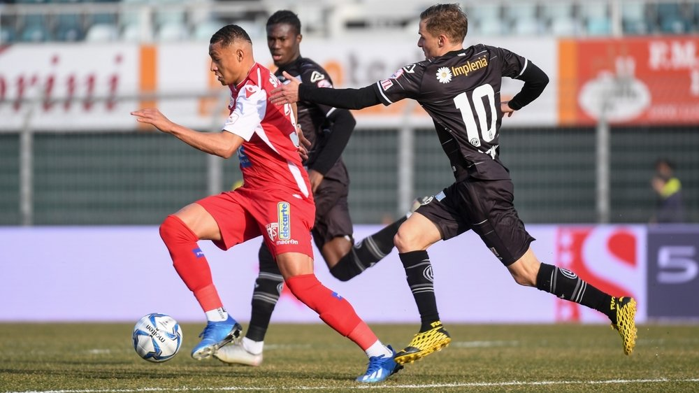 Patrick Luan, poursuivi par Mattia Bottani durant le match contre Lugano dimanche, a traversé  l'Italie du nord sans souci sur la route du retour.