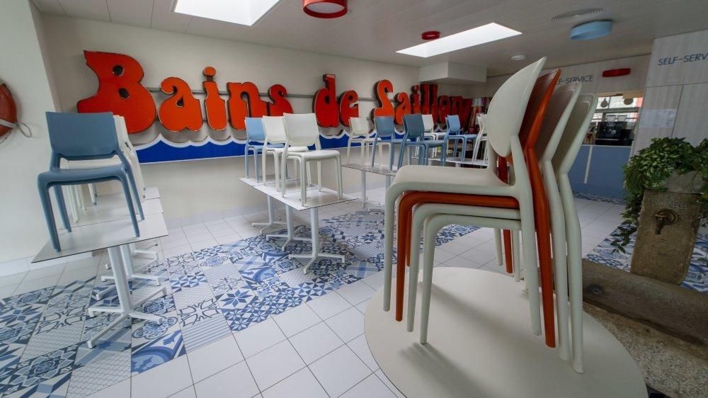 Les bains de Saillon ont dû fermer leurs bassins et leurs restaurants. Ils auraient pu laisser leur hôtel ouvert, mais ont décidé de le fermer, prédisant une diminution très significative de la clientèle.
