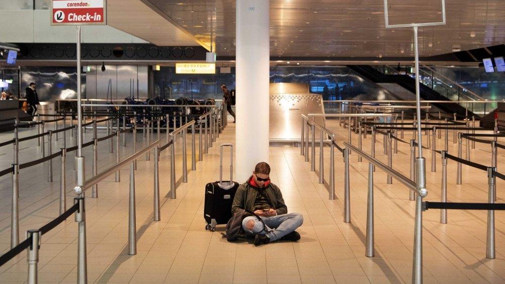 Certains voyageurs bloqués à l'étranger doivent s'armer de patience...