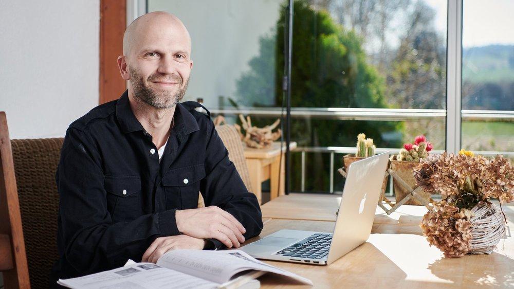 Pascal Wagner, psychologue  Photographié chez lui en confinement à cause du covid-19  Seiry, 23.03.2020 Photo: David Marchon