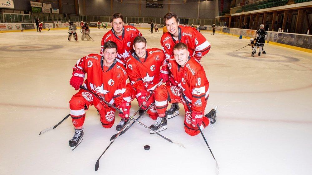 Bastien Taccoz, Guillaume Pottier, Marko Petkovic (devant), Jimmy Michellod et Robinson Reuse (derrière) n'ont pas voulu suivre le mouvement et rejoindre des clubs de ligue nationale à l'extérieur du canton.
