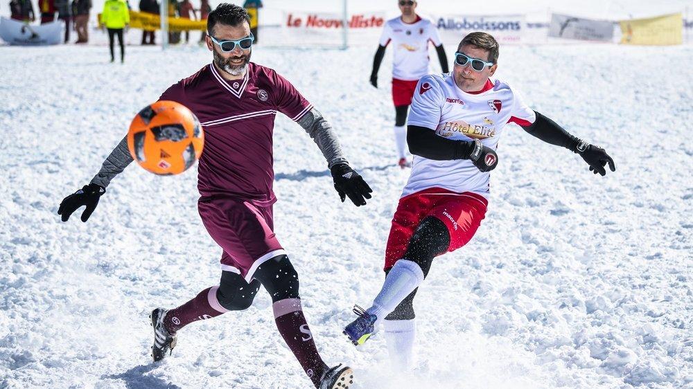 Alexandre Rey tire au but malgré l'opposition d'Eddy Barea.