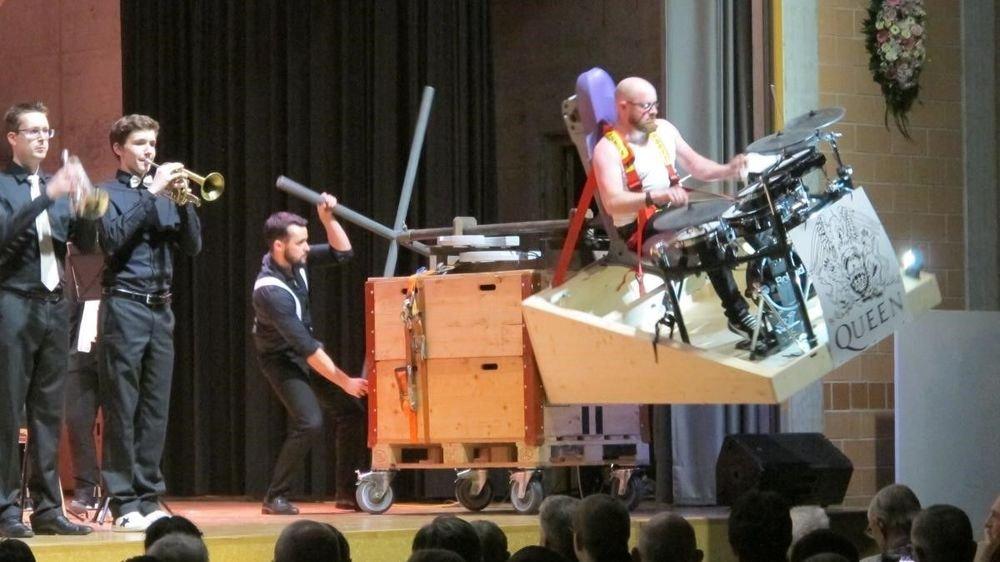 Dans le cadre du show de l'ECV «Queen in the Band», le percussionniste Olivier Mariétan et sa batterie tournante ont fait le buzz.