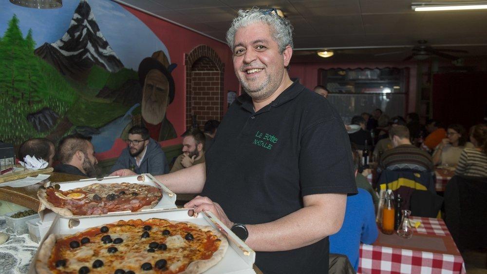 A Martigny (ici à la Botte, au Bourg), comme dans son autre pizzeria de Fully, le pizzaïolo Natale Pizzi fait encore salle comble.