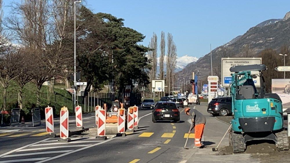 Comme ici, à la hauteur du stade d'Octodure, les premiers aménagements routiers planifiés pour les Mondiaux 2020 de cyclisme sont en cours de réalisation.