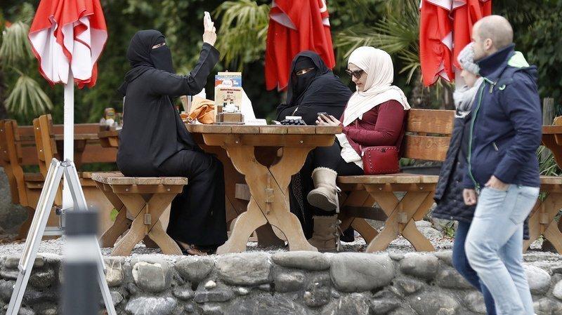 Loi sur la burqa: vers l'ajout de mesures en faveur de l'égalité?