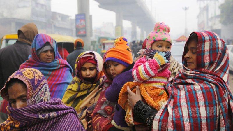 Des enfants devant se protéger contre la pollution de l'air en Inde (illustration).