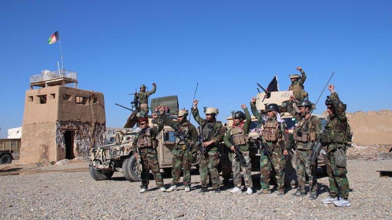 L'armée afghane (ici à un check-point dans la province d'Helmand), formée par les Américains, est destinée à reprendre le flambeau si la paix entre Etats-Unis et talibans est signée le 29 février.