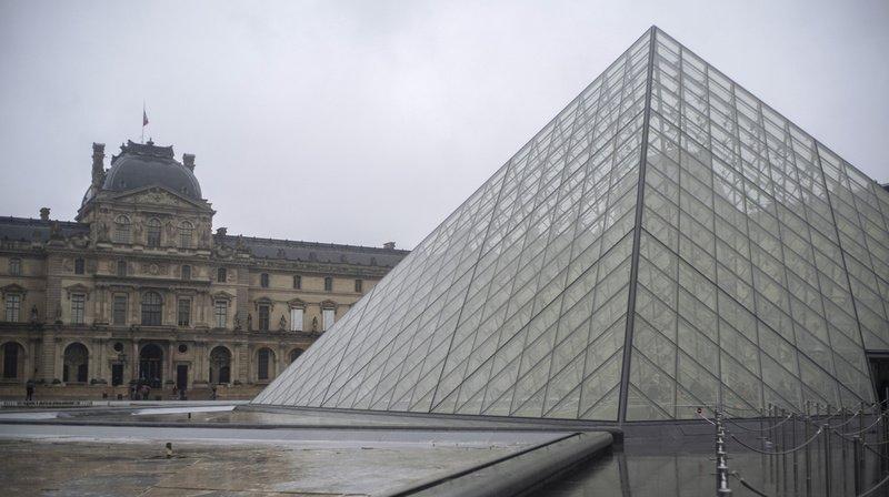 Le Louvre à Paris propose une visite virtuelle à travers ses nombreuses salles.