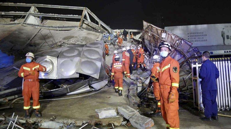 Un hôtel s'effondre en Chine: une trentaine de personnes bloquées